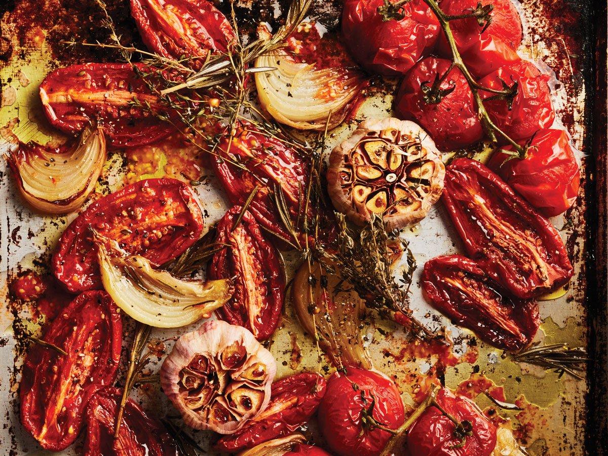 soupe de tomates rôties - légumes sur plaque de cuisson